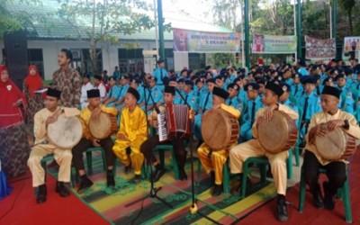 Penampilan Sikambang SMP Al-Muslimin Pandan